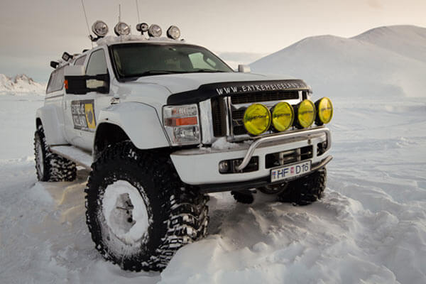 Landmannalaugar super jeep tour winter highlands