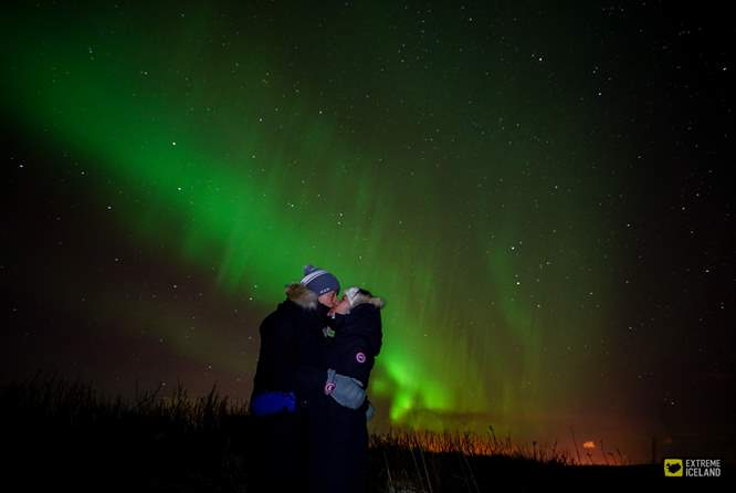 kissing under northern light